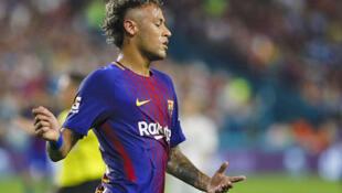 Neymar quitte le FC Barcelone et rapportera 222 millions d'euros au club catalan. Obrigado!