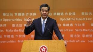 香港特首梁振英1月14日在记者会上