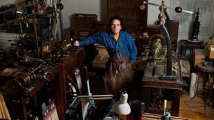 Daniel Brush en su taller de Manhatta.