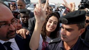 La Jordanienne Heba al-Labadi sur le pont Allenby (King Hussein bridge) qui sépare la Jordanie d'Israël, le 6 novembre.