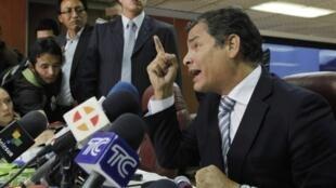 Este proyecto llega en un ambiente de confrontación entre el presidente ecuatoriano, Rafael Correa, y los principales medios de prensa privados.