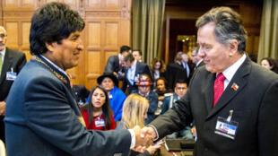 Bolivia defendió este martes ante la Corte Internacional de Justicia (CIJ) que sus contactos con Chile obligan a este último a negociar un acceso soberano al océano Pacífico.