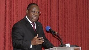 Le Premier ministre gabonais Emmanuel Issoze Ngondet avait présenté la démission de son gouvernement après la dissolution de l'Assemblée par la Cour constitutionnelle.
