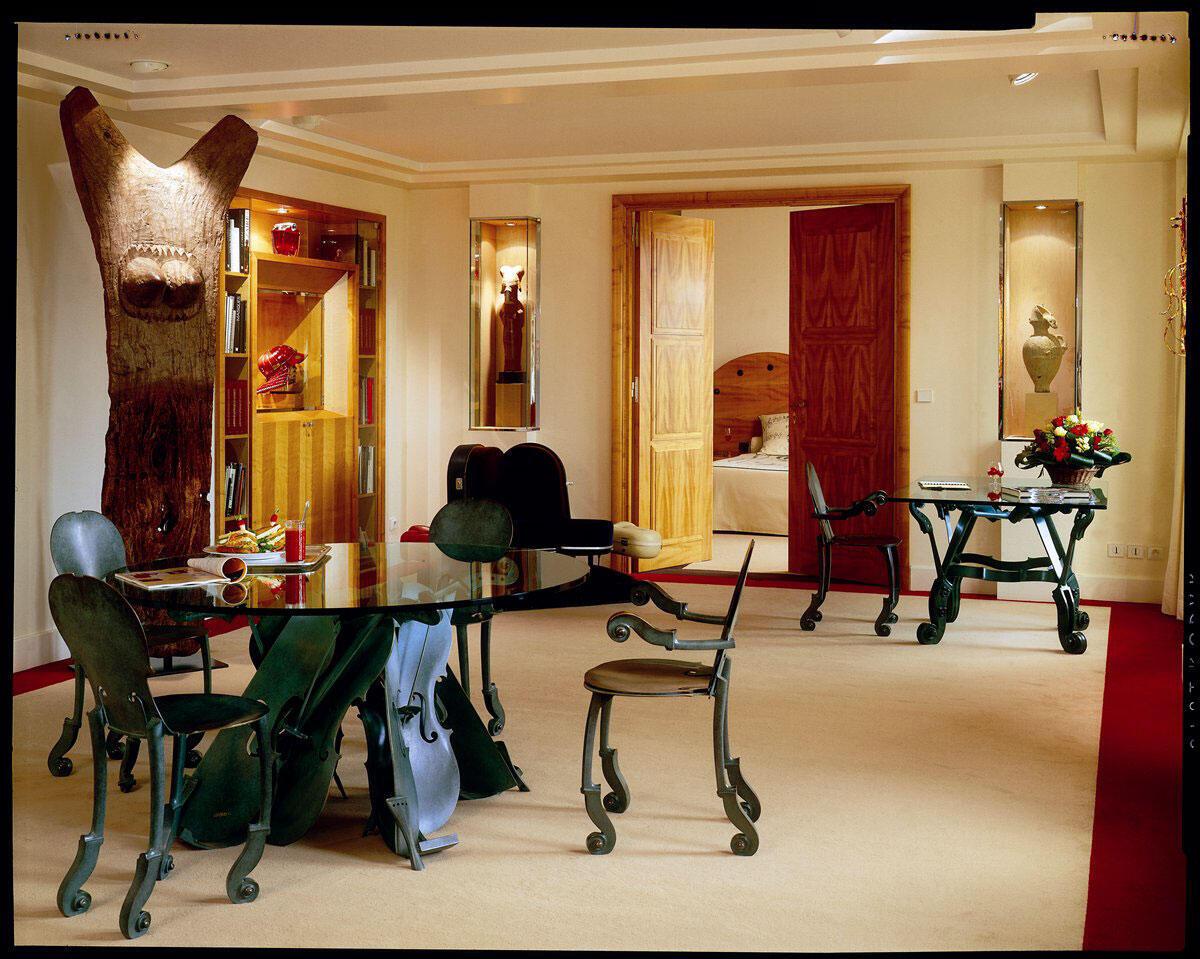 Мебель из номера в «Лютеции» знаменитого скульптора Армана.