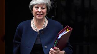 As divisões internas têm enfraquecido a Primeira-Ministra britânica no âmbito das conversações com a UE.