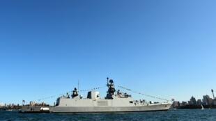 Tàu chiến Ấn Độ INS Sahyadri đậu tại cảng Sydney. Ảnh chụp màn ngày 4/10/2013.