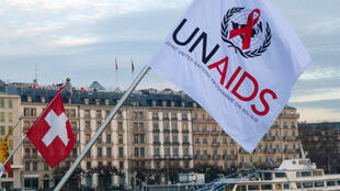 Drapeau de l'Onusida à Genève, lors de la Journée mondiale du sida, en 2011.