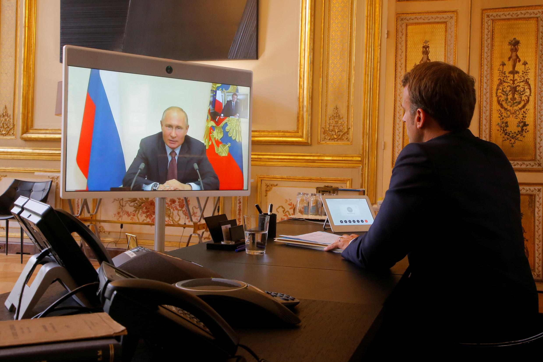 Эмманюэль Макрон и Владимир Путин провели переговоры в формате видеоконференции