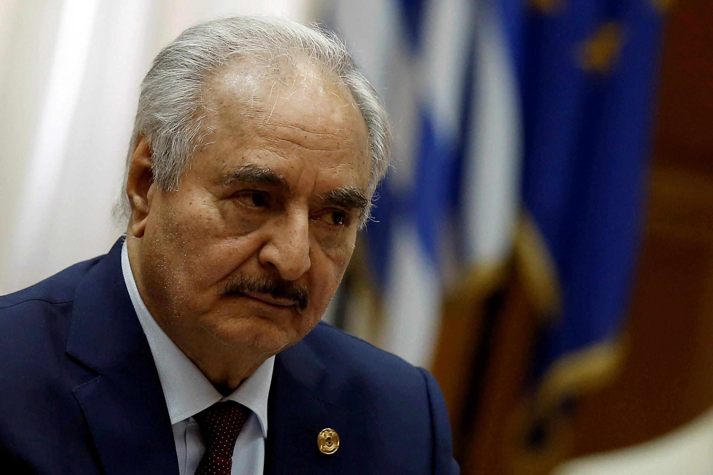 Le chef militaire de l'Est lybien Khalifa Haftar le 17 janvier 2020 à Athènes.