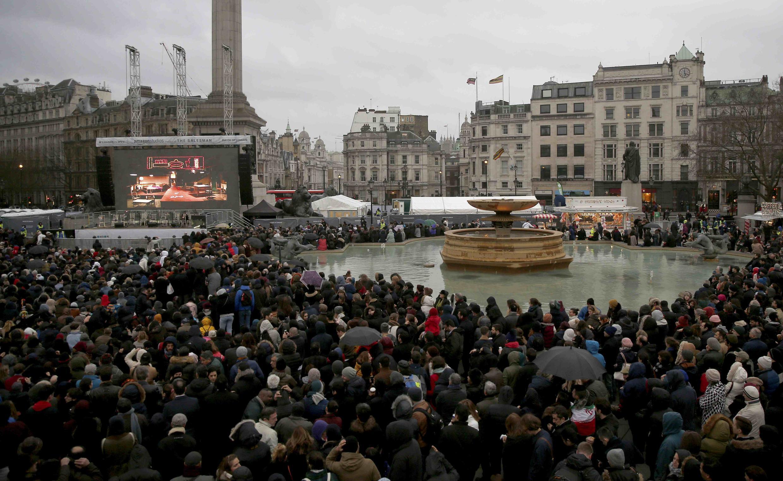 Plusieurs milliers de personnes ont assisté à Trafalgar Square, à Londres, à la projection du film «Le Client» du cinéaste iranien Ashgar Farhadi Trafalgar Square, le 26 février 2017.