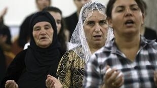 Des chrétiens irakiens dans l'église de Mar Afram à Qaraqush. (Photo datée du 19 juillet 2014).