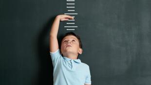 La surveillance du poids et de la taille est particulièrement importante lors des premières années de l'enfant.