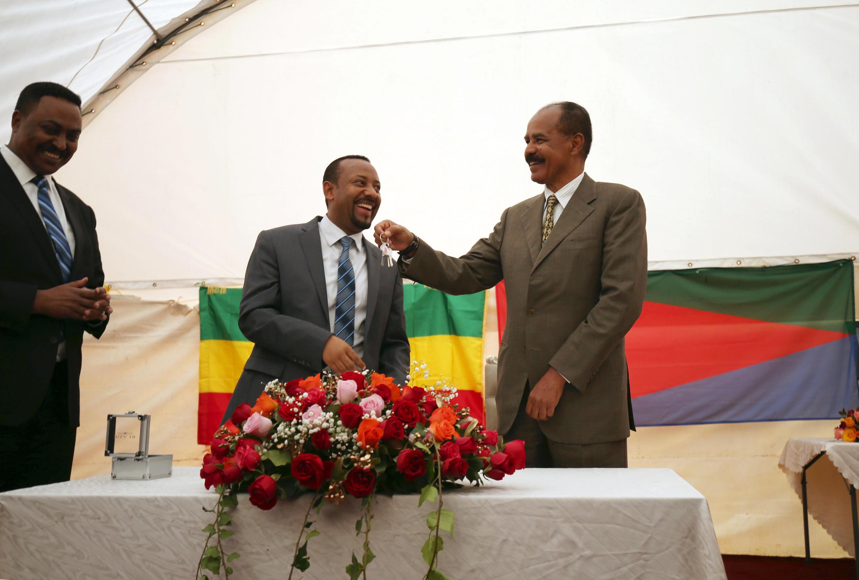 Abiy Ahmed confie les clés de l'ambassade érythréenne en Ethiopie à Issayas Afewerki.
