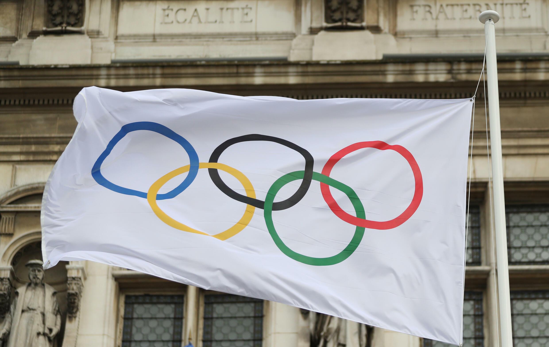 olympic rings outside hotel de villes