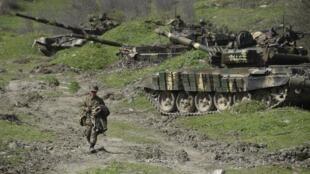 ទាហានរបស់ក្រុមផ្តាច់ទឹកដីនៅតំបន់ Haut-Karabakh