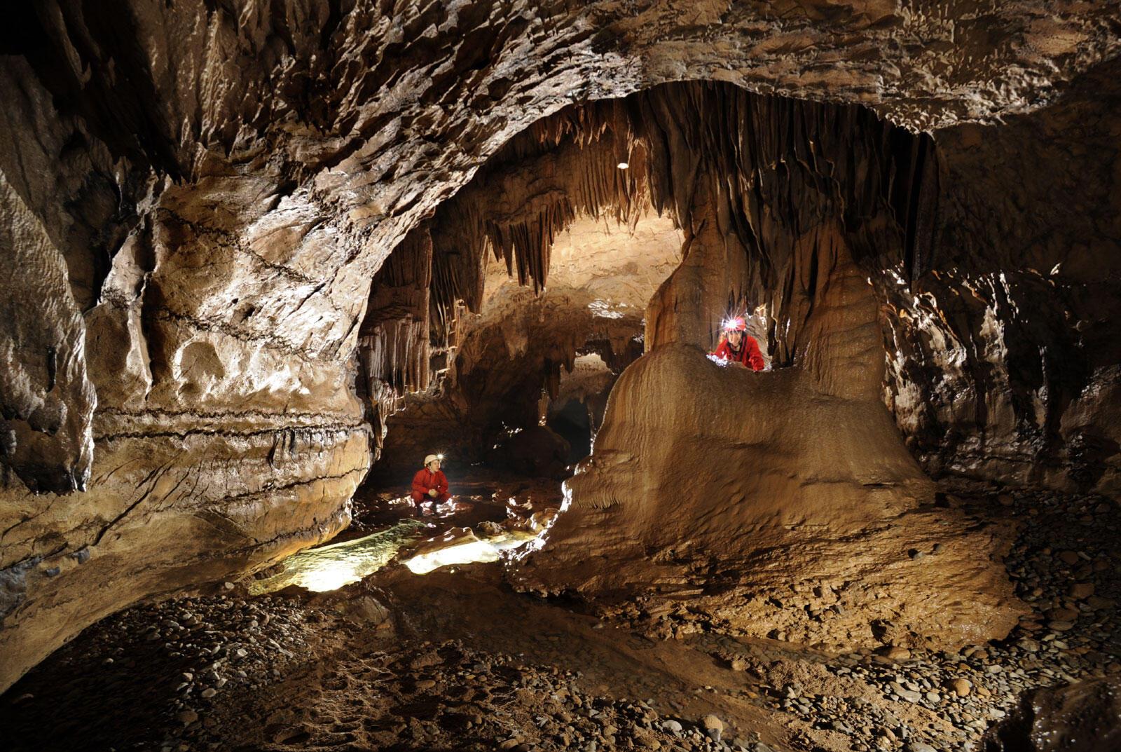 Grotte naturelle du Pont d'Arc en Ardèche.