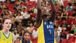Equipe de basquete do Brasil perde para a Austrália e disputará 5° lugar.