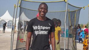 Le docteur Mamadou Sy dans son rôle de coach sportif pour ses patients, le week-end.