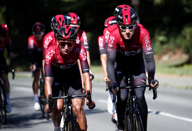 Les coureurs de l'équipe Ineos Egan Bernal (g.) et Geraint Thomas pendant l'entraînement.