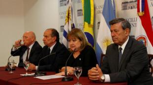 Le Venezuela pourrait être suspensu du Mercosur. Ici, les ministres des Affaires étrangères paraguayen, brésilien, argentin et uruguayen lors d'une conférence de presse après une réunion de l'organisation sur la situation au Venezuela, le 1er avril 2017.