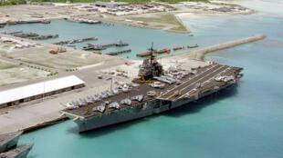 Vue aérienne d'une partie de la base militaire américaine de Diego Garcia dans l'archipel des Chagos.