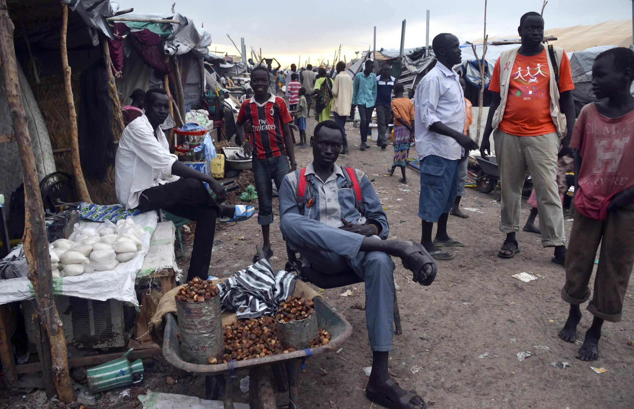 Residents displaced by recent fighting in Malakal camp, South Sudan, 1 may 2014.