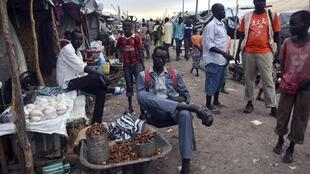 Residents displaced by fighting in Malakal camp, South Sudan