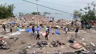 Grande número de vítimas do sismo e tsunami de Palu, ilha de Celebes, Indonésia