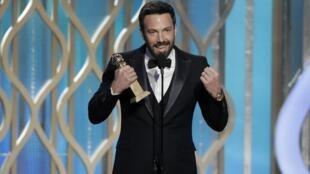 O ator Ben Affleck, que interpreta uma das personagens e realizou o filme Argo, conquista Globo de Ouro de melhor diretor.