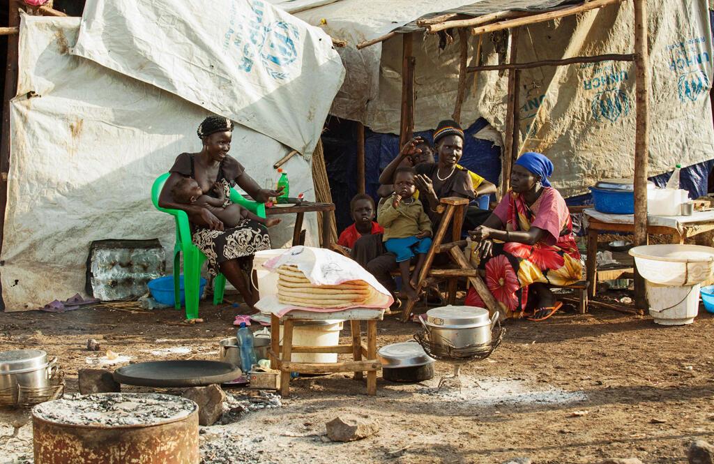 Mulheres e crianças são retratadas no campo de refugiados Plan International Nguenyyiel, em Gambela, Etiópia, em 21 de junho de 2017. Cerca de 1,8 milhões de sudaneses do sul fugiram do país.