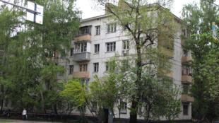 Les immeubles de l'ère Khrouchtchev construits dans les années 60 abritant des appartements privés.