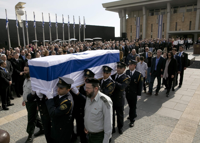 El ataúd de Ariel Sharon, este 13 de enero de 2014.