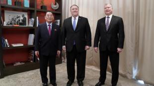 Ảnh tư liệu: Đặc sứ Mỹ về Bắc Triều Tiên Stephen Biegun (P), ngoại trưởng Mike Pompeo (G) và phó chủ tịch Đảng Lao Động Bắc Triều Tiên Kim Yong Cho, tại một khách sạn ở Washington, Hoa Kỳ, ngày 18/01/2019