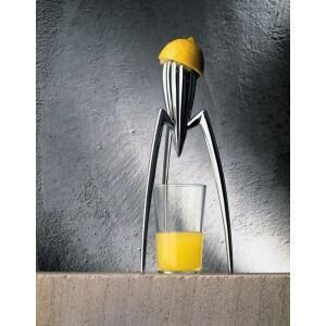史塔克從設計手動榨汁器。