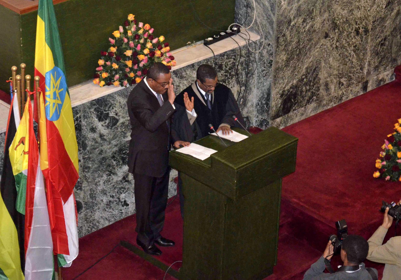Hailemariam Desalegn (G) a prêté serment ce 21 septembre 2012 à Addis-Abeba.