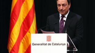 លោក Mario Draghi អគ្គទេសាភិបាលធនាគារកណ្តាលអឺរ៉ុបក៏គាំទ្រឲ្យអឺរ៉ុបងាកមកគិតគូរពីការជំរុញកំណើនសេដ្ឋកិច្ចដែរ
