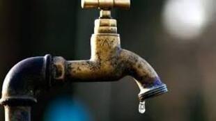Un robinet de la pompe