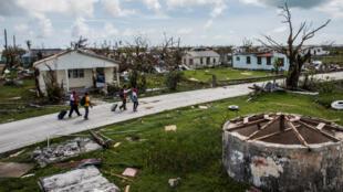 Les dégâts du passage de l'ouragan Irma, dans le village de Codrington (Barbuda), le 24 septembre 2017.