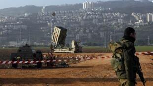 Soldados israelenses patrulham a região de Haifa para interceptar possíveis tiros vindos da Síria.