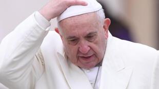 2018年2月14日罗马教皇方济各在周三公开接见日活动之后,离开圣彼得广场。