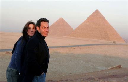 Carla Bruni và Nicolas Sarkozy đi nghỉ tại Ai Cập. Ảnh chụp ngày 30/12/2007. AFP