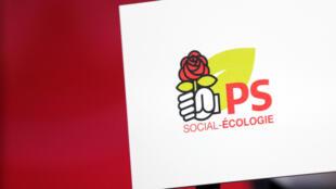 Logo del Partido Socialista francés en su sede de la calle Solferino en París.