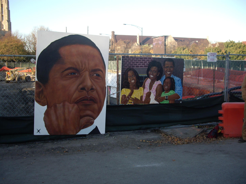 Cartazes do presidente dos Estados Unidos e sua família no bairro de Hyde Park, em Chicago, reduto eleitoral de Obama.