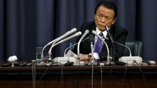 Le ministre japonais des Finances, Taro, Aso, lors de la conférence de presse sur l'annonce du budget 2016, le 24 décembre 2015.