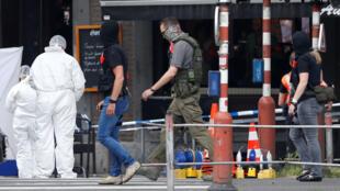 Cảnh sát và chuyên viên Bỉ tại hiện trường vụ nổ súng ở Liège, ngày 29/05/2018.