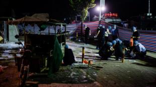 图为中国警方在徐州幼儿园爆炸现场调查