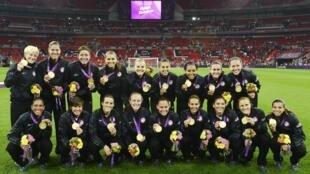 美国女子足球队战胜日本为美国再添金牌