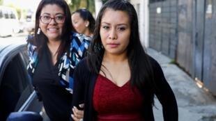 Condamnée à 30 ans de prison pour avortement, Evelyn Hernandez, ici le 16 août 2019 à Ciudad Delgado, a été rejugée lors d'un deuxième procès et risque désormais 40 ans de prison.