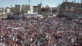 Un rassemblement dans la ville de Jassem, une localité proche de la ville de Deraa (sud), épicentre de la contestation, le 6 mai 2011.