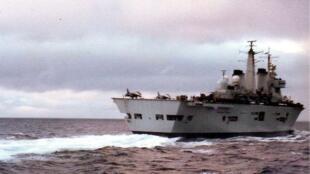 Le porte avion HMS Invincible avait participé aux manoeuvres britanniques, le 7 juillet 1982.